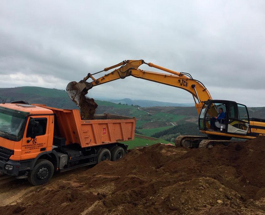 Cargando camiones de tierra
